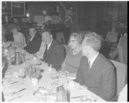 11216 Mr. V.G.M. Marianne (midden) tijdens een diner in het Hilton hotel.