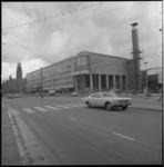 11244-1 Beursgebouw op de Coolsingel, gefotografeerd vanaf de Amsterdam-Rotterdam Bank (AMRO) richting stadhuis.