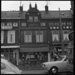 11562 Exterieur van hoofdagentschap Rotterdamsch Nieuwsblad aan de Broersvest 3 in Schiedam.