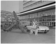11598 Winnares Concours d' Elegance op Weena bij het anker van het Hilton hotel.