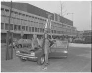 11599 Opel G.T. met drie dames op en rond de auto in verband met 21e Tulpenrally.