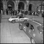 11601-2 Defilé van auto's en deelnemers 21e Tulpenrally op en voor de trappen van het stadhuis Coolsingel.