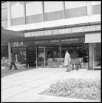 11646 Exterieur van boekhandel Ila in de Lijnbaan 62.