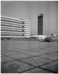 11748 Deel van de nieuwbouw PTT op het bedrijventerrein Waalhaven.