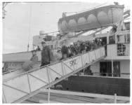118 Zeeverkenners op de loopplank van de veerboot Prinses Beatrix van Stoomvaart Maatschappij Zeeland.