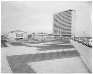 11803-1 Het NEH-complex op Woudestein, gefotografeerd vanaf de Burgemeester Oudlaan hoek Abraham van Rijckevorselweg.