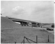 11859B Overspanning van de Brielsebrug over het Brielse Meer is gereed.