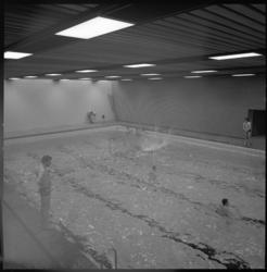 11862-3 Interieur zwembad op de begane grond in Akragon-sporttoren. Maakt deel uit van Technikon.