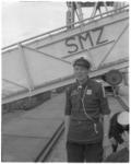 119 Schipper K.E.Heil voor de loopplank de Prinses Beatrix van Stoomvaart Maatschappij Zeeland.