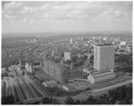 11940 Hoog overzicht vanaf Euromast richting ziekenhuis Dijkzigt en de nieuwbouw Medische Faculteit.