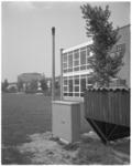 11969-3 Snuffelpaal, door de Meldkamer Luchtverontreiniging en Geluidshinder Rijnmond geplaatst in Spijkenisse, naast ...