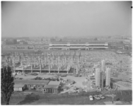 11993 Bouw van het winkelcentrum Zuidplein; op de achtergrond het metro- en busstation op het Zuidplein.