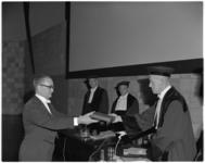 11996 P.M. van Nieuwenhuyzen, directeur van het Economisch Instituut voor het Midden- en Kleinbedrijf in Den Haag, ...