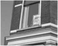 12005 Affiche achter de ramen tegen metroplan Kralingen, protestactie van Leefbaar Kralingen.