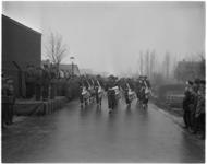 1203 Militaire parade van de afdeling Luchtdoelartillerie bij barakkenkamp Dorpsweg in Rotterdam-Zuid.