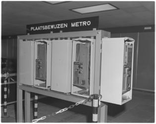 12061 Opengebroken kaartautomaten metrostation Beurs.