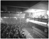 12074 Politiek forum in Nederlands Economische Hogeschool, met onder meer W.L. Brugsma, Joop den Uyl en J. van ...