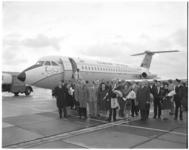 12080 Aankomst toestel (111-408EF One-Eleven) van Channel Airways op vliegveld Zestienhoven met midden in het ...