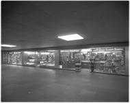 12094 Juwelier Delbana, notenbar Pinokkio en Quick Schoen Service in metrostation Beurs (Blaakzijde).