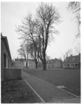 12150-2 Overzicht van binnentuin Kuyl's fundatie, is verhuisd van de Schiekade naar de 's-Gravenweg.