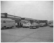 12152 Taxi's rijden invalide kinderen vanaf vliegveld Zestienhoven.