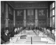 12170 Commissievergadering in het stadhuis met wethouder Minus Polak 2e van links, mogelijk over metroplannen naar ...