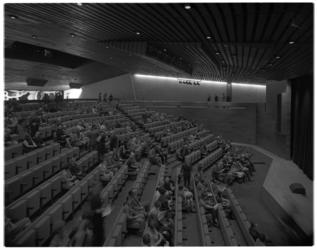 12191 Theaterzaal in Hofpleintheater aan de Benthemstraat.