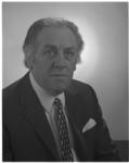12196 Portret van koordirigent Piet Struijk.
