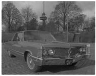 12258 Taxi Chevrolet Imperial van de Taxicentrale opgesteld op de Parkkade.