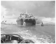 12268 De Duplus, het 1e boorschip gebouwd bij Boele Bolnes volgens het catamaransysteem, bij het haventje van Numansdorp.