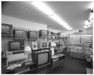 12301 Interieur elektrotechnisch bedrijf Radio Fridor aan de Rozenlaan 15 (Schiebroek).