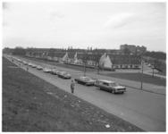 12319 Begrafenisstoet vermoorde taxichauffeur J.Dijksman op de Rotterdamsedijk passeert het Witte Dorp.