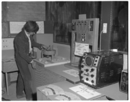 12369 Expositie 'Vrijetijdsbesteding van de Leerlingen van Technikon' in het schoolgebouw aan de Teilingerstraat.