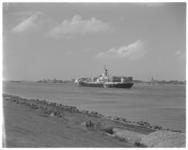 12469 Containerschip op Nieuwe Waterweg bij Maassluis.