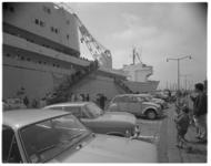12481-2-4 Het Westduitse atoom-koopvaardijschip Otto Hahn, gelegen aan de Parkkade, trekt veel bezoekers.