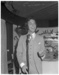 12522 Optreden Jos Brink in Rijnhotel.