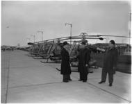 1255-3 Vijf toestellen van het hefschroefvliegtuig 'Kolibrie', van de Nederlandse Helikopter Industrie, op vliegveld ...