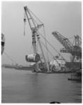 12558 Bokkenbedrijf Bonn & Mees vervoert met de bok Matador een reactor voor de Rotterdamsche Droogdok Maatschappij, RDM.