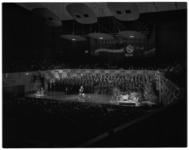 12655 Kerstshow georganiseerd door Disco Thiel in concertgebouw de Doelen met John Woodhouse (Johan Hendrik Holshuysen) ...