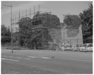 12750 De ruïne van Huis te Riviere aan de Broersvest in Schiedam.