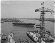 12856 HAL-schip de Prinsendam wordt te water gelaten bij scheepswerf de Merwede in Hardinxveld-Giessendam.