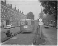 12944 Busbaan Oranjeboomstraat voor bus 49 met in de verte de toren van de hervormde Wilhelminakerk.