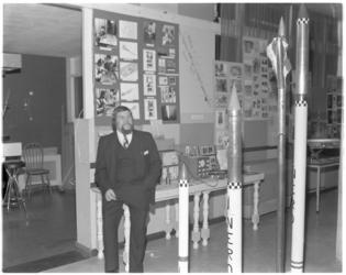 13131 Gerrit Dörr van vereniging NERO, organiseert ruimtevaarttentoonstellling in het Jeugdcentrum de Dijk in Oud-Charlois.