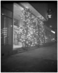 13153 Kerstboom voor het Rijnhotel aan de Mauritsweg.