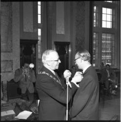 13229-1 Onderscheiding, officier in de orde van Oranje Nassau, voor ir. J.A.C.Tillema (hoofddirecteur Gemeentewerken), ...