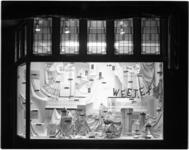 1344 Etalage met Weetex-producten (tafellinnen) in Barendrecht