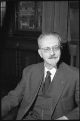 1345-2 Portret van de directeur van de gemeentelijke bibliotheek dr.F.K.H.Kossmann.