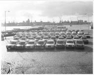13488-1 Ziekentaxi's en ambulances van de firma Bornkamp opgesteld op de Boompjes