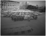 13488-2 Ziekentaxi's en ambulances van de firma Bornkamp opgesteld voor Dijkzigtziekenhuis, ingangszijde Wytemaweg.
