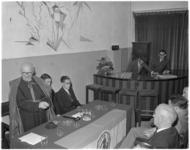 135 Mgr. M.A. Jansen bij de oprichting van de Vereniging Katholieke Studentensociëteit Huesca.